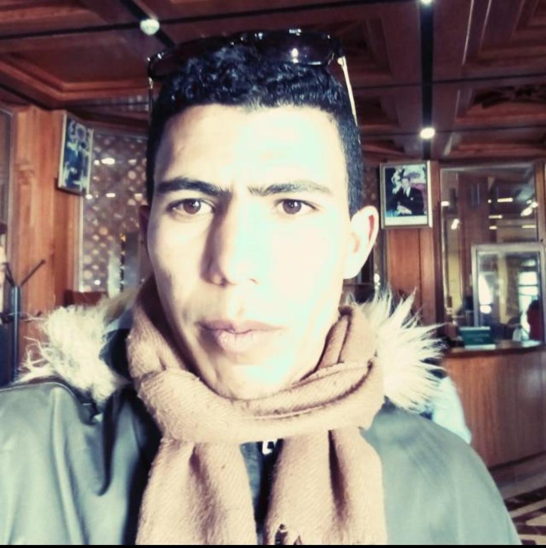 الصحفي رشيد كداح يتسلم على شهادة من طرف الأكاديمية الدولية الأمريكية