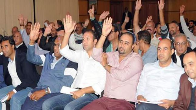 اجتماع إدارة النادي الأخضر مع المنخرطين خلص إلى رفض اللعب يوم الثلاثاء ضد الدفاع الحسني الجديدي