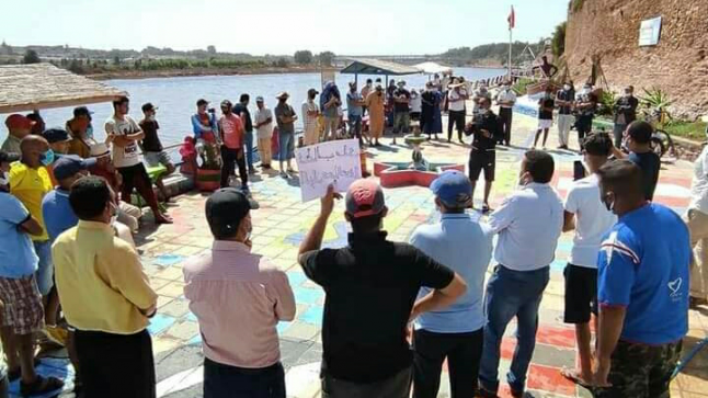 نهر ام الربيع يحتضر :وقفة الغضب لساكنة ازمور والدائرة للوضع الكارثي لنهر أم الربيع
